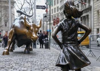 """الفتاة الشجاعة وثور """"وول ستريت"""" الهائج"""