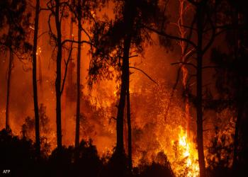 دخان حرائق غابات رودس اليونانية يحجب أشعة الشمس