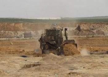 آليات عسكرية إسرائيلية تشرع بأعمال تجريف في حي الزيتون وخان يونس