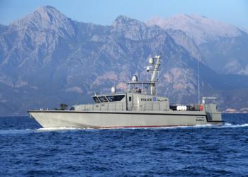 عمان تنشر سفنا حربية وتنفذ طلعات جوية لتأمين المياه الدولية