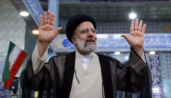 الرئيس الإيراني الجديد يؤدي اليمين الدستورية أمام مجلس الشورى الخميس