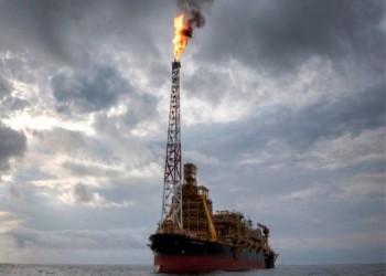أسعار النفط تتراجع بفعل مخاوف كورونا وفرض قيود على التنقلات