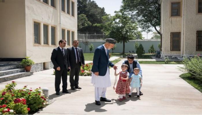 بعد فرار غني.. كرزاي يطالب طالبان بحماية الشعب الأفغاني