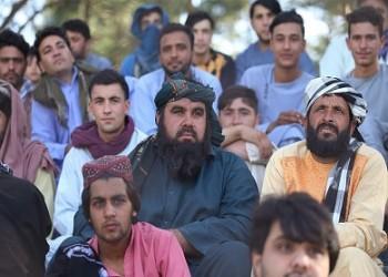 قادة طالبان يشاهدون مباراة كرة قدم بأفغانستان ويسلمون الكأس للفائز (فيديو)