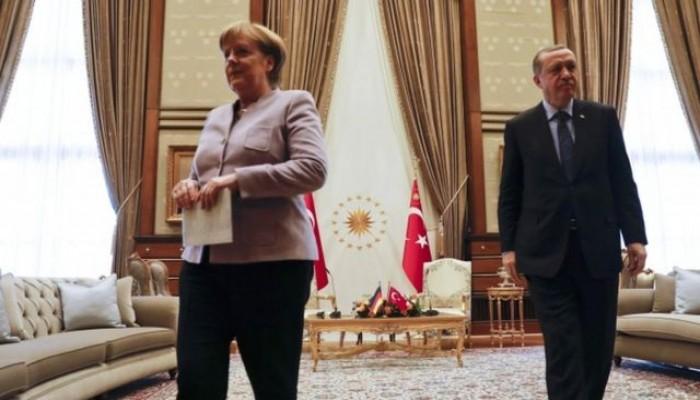 أردوغان لميركل: لن نستطيع تحمل عبء هجرة إضافية من أفغانستان