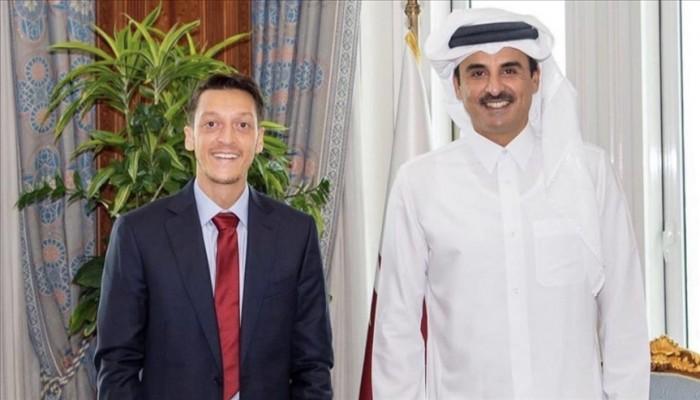 فخور بتنظيم قطر مونديال 2022.. مسعود أوزيل في ضيافة الأمير تميم