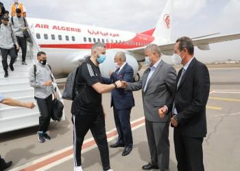 رغم قطع العلاقات.. منتخب الجزائر يصل إلى المغرب (صور)