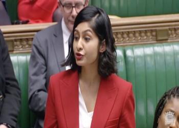 برلمانية بريطانية مسلمة تنفجر بالدموع بسبب الإسلاموفوبيا