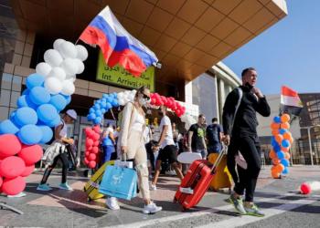 مصر تطالب روسيا بزيادة عدد سائحيها للمنتجعات المصرية