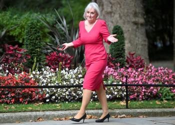 طالبت بحظر البرقع.. وزيرة الثقافة البريطانية الجديدة متهمة بالإسلاموفوبيا