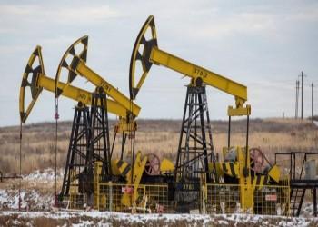 ارتفاع الدولار وزيادة الحفارات بأمريكا يهويان بأسعار النفط