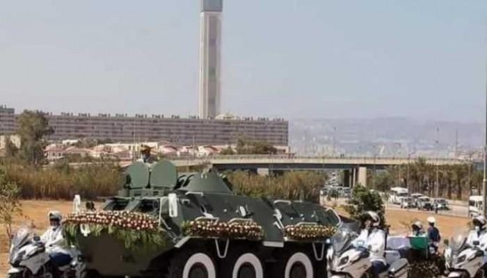 صحيفة جزائرية تعبث بصورة المسجد الأعظم.. وغضب واسع