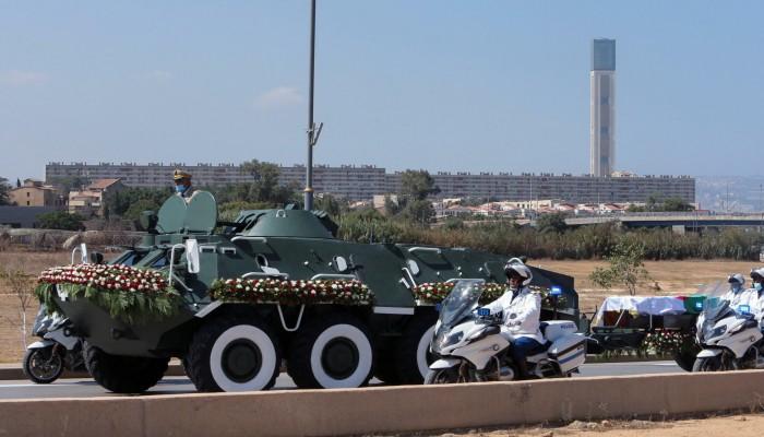غضب جزائري إثر حذف صحيفة مئذنة الجامع الأعظم من صورة جنازة بوتفليقة