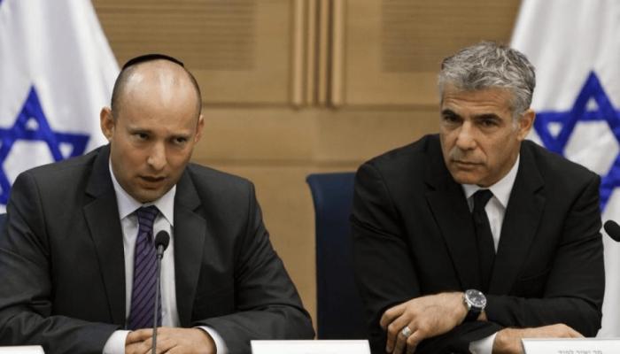 كاتب إسرائيلي: شهر العسل لحكومة بينيت-لابيد لن يستمر وأتوقع خلافات قريبا