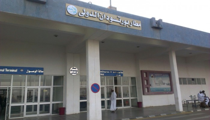 تصاعد احتجاجات شرق السودان.. متظاهرون يغلقون مطار بورتسودان