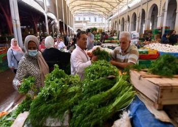 انكماش وبطالة وعجز.. سلطة قيس سعيد تعمق أزمة الاقتصاد التونسي