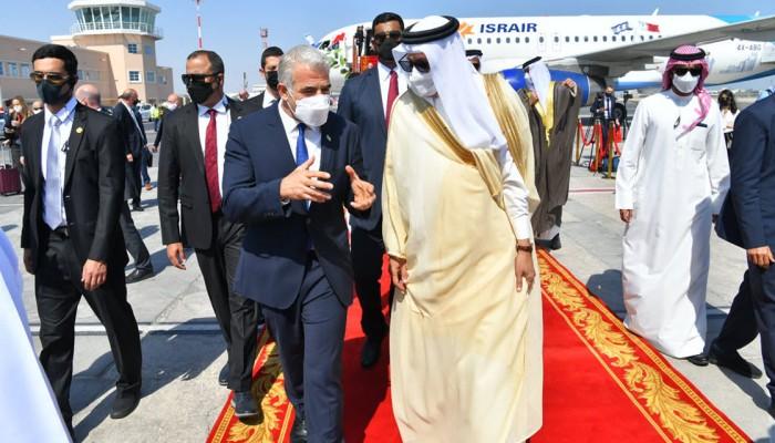 وصمة عار على جبين حكامها.. إيران تندد بزيارة وزير خارجية إسرائيل للبحرين