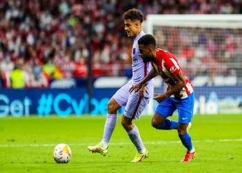 أتلتيكو يعمق جراح برشلونة ويلحق به الهزيمة الأولى في الدوري