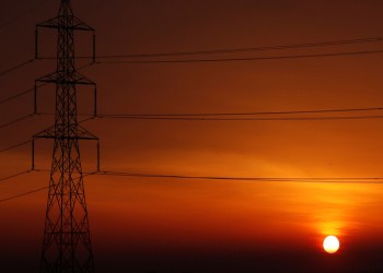 بـ1.8 مليارات دولار.. السعودية ومصر توقعان عقود مشروع مشترك للربط الكهربائي