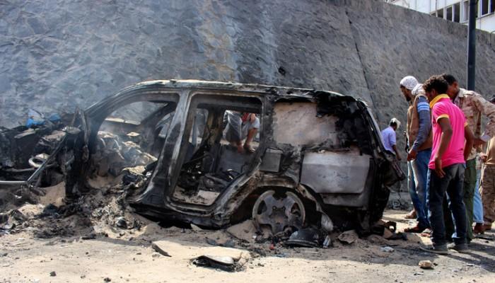 8 قتلى وجرحى في انفجار استهدف موكب وزير الزراعة اليمني ومحافظ عدن