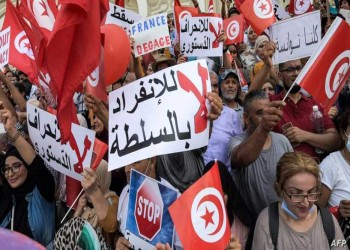 آلاف التونسيين يتظاهرون ضد قيس سعيد.. والداخلية تؤكد التزامها الحياد