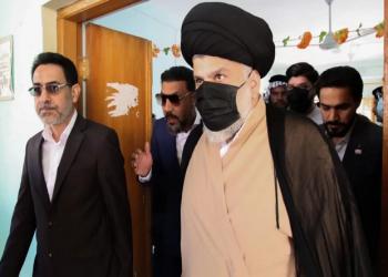 منتشيا بمؤشرات تقدم قائمته.. الصدر يشيد بانتخابات العراق