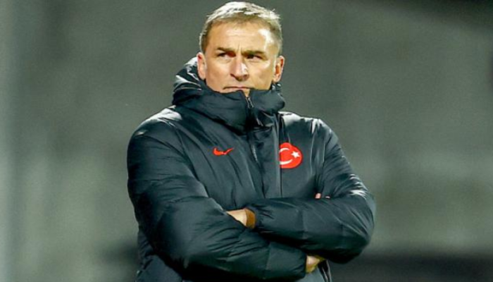لماذا بكى مدرب منتخب تركيا؟ (فيديو)