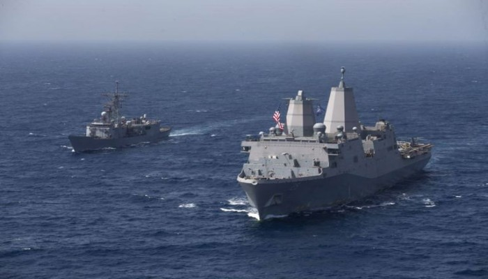 الأسطول الأمريكي يجري مناورة مع قوات مصرية في البحر الأحمر