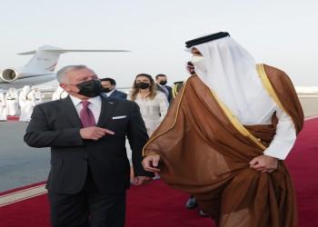 أمير قطر يستقبل العاهل الأردني بمطار الدوحة