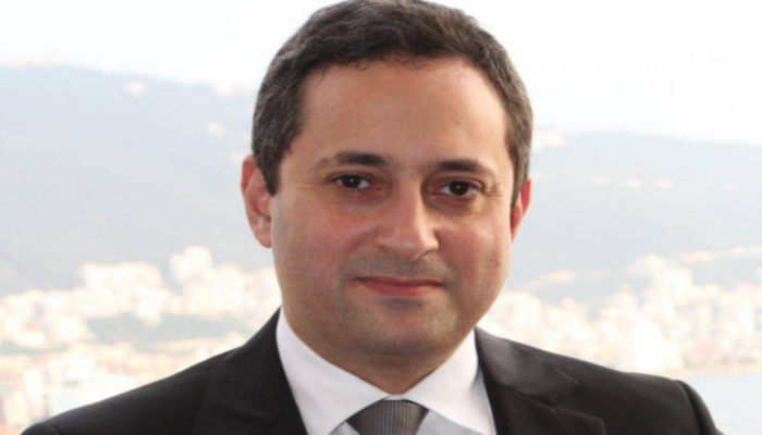 طارق بيطار.. قاضي مرفأ بيروت الذي يسعى حزب الله لتنحيته