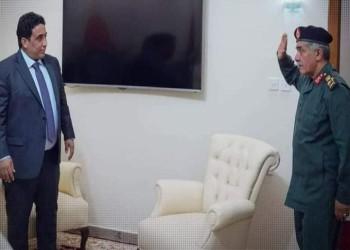 للمرة الأولى.. القيادي الأبرز بقوات حفتر يؤدي التحية العسكرية لرئيس المجلس الرئاسي