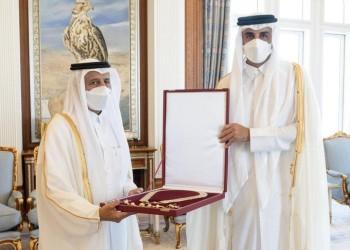 تكريما له.. أمير قطر يمنح رئيس مجلس الشورى السابق وشاح حمد بن خليفة