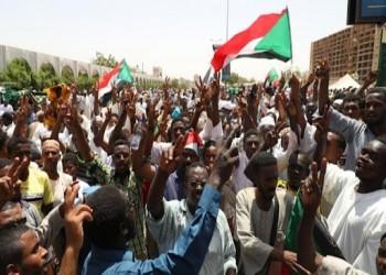 الأمة السوداني يتهم المعتصمين بالارتماء في أحضان الجيش.. واجتماع طارئ للحكومة