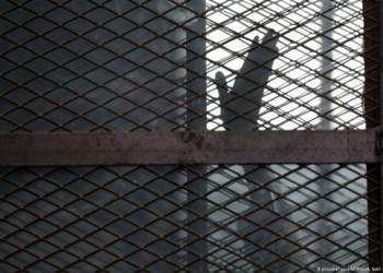 العربية لحقوق الإنسان ترفض محاكمة معارضين مصريين أمام محاكم استثنائية
