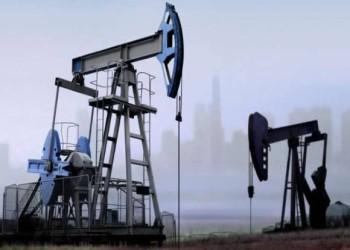 أسعار النفط تبقى قرب أعلى مستوياتها في عدة سنوات