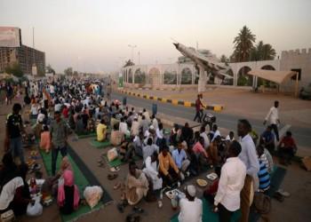 وسط انتشار أمني.. معتصمون سودانيون يغلقون محيط القصر الرئاسي