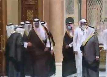 شاهد ماذا فعل أمير قطر مع ولي عهد الكويت خلال استقبال بن سلمان بقمة الشرق الأوسط الأخضر